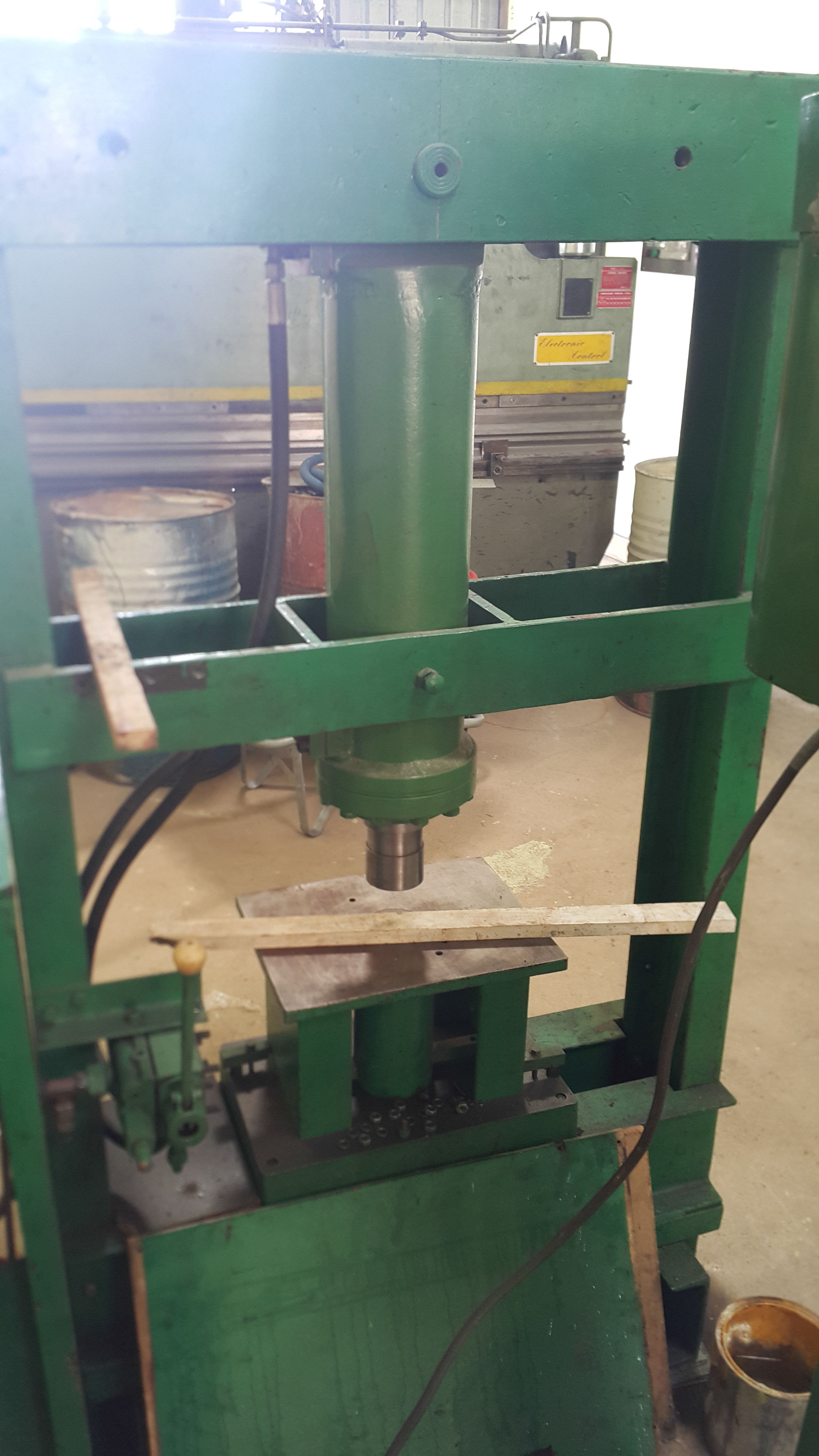 10 Hydraulic press